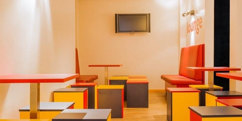 budgett-hostel-lounge