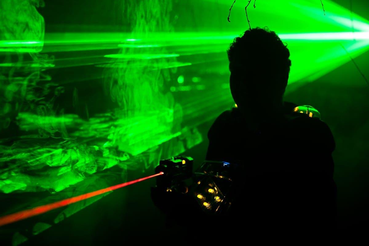 Jouer un jeu laser
