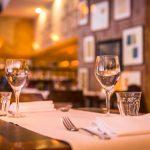 Restaurant WEEVA Groningen tafel met wijnglazen